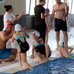 Babalar Günü'nü yüzerek kutladılar