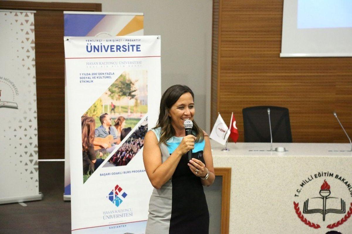 HKÜ İzmir'de rehber öğretmenlerle buluştu