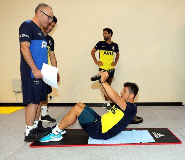 Emre Belözoğlu, Fenerbahçe'de ilk antrenmanına çıktı