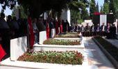 Denizli'de şehit mezarlarına karanfil bırakıldı