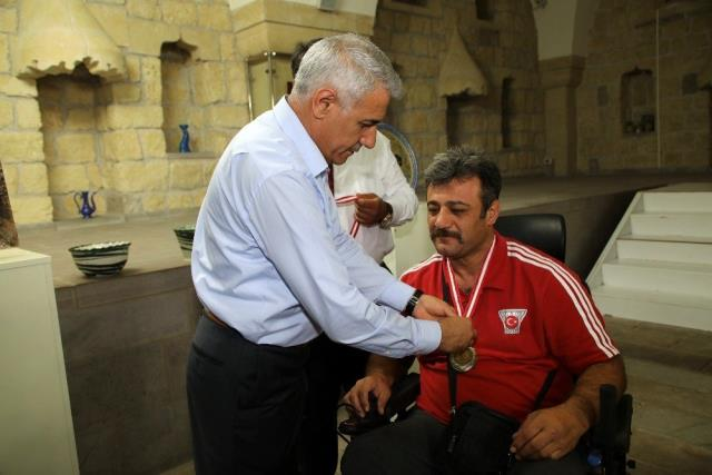 Başkan Güder'den şampiyon sporcuya kutlama