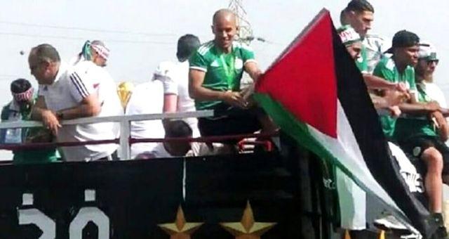 Feghouli, Filistin bayrağıyla gönülleri fethetti