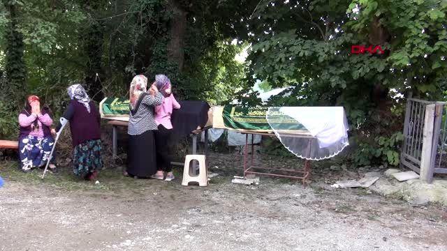 Kazada ölen Nihal'in tabutunun üzerine duvak konuldu