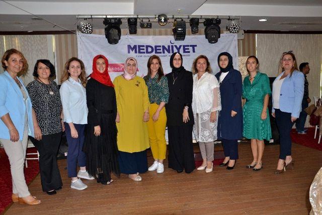 Ayhan, 'Kadınlar toplumun yapılanmasına ışık tutacaktır'