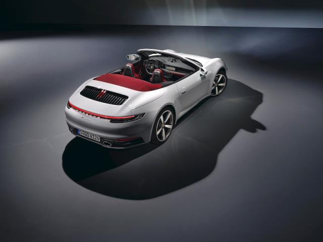 911 ailesinin yeni üyesi; 911 Carrera Coupé ve 911 Carrera Cabriolet