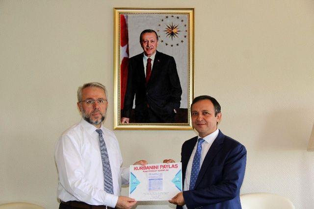 Erciyes ve Kayseri Üniversitesi Rektörlerinden Diyanet Vakfı'na Kurban Bağışı