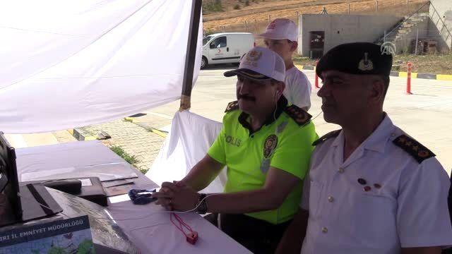 Bakan Soylu, video konferans ile trafik kontrol noktasına bağlandı
