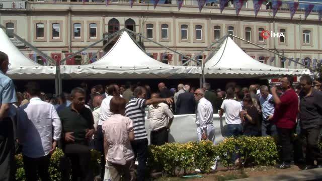 İçişleri Bakanı Soylu ve Ulaştırma Bakanı Turhan, Trabzon'da vatandaşlarla bayramlaştı