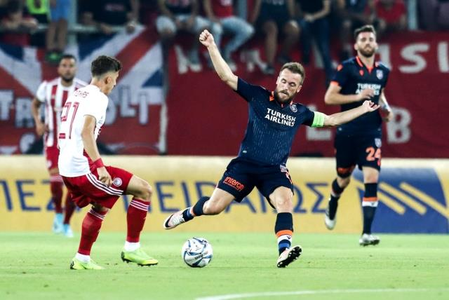 UEFA Şampiyonlar Ligi: Olympiakos: 0 - Başakşehir: 0 (İlk Yarı)