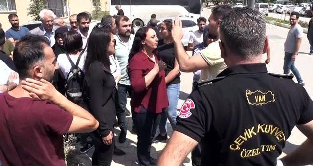 HDP'liler Van Büyükşehir Belediyesine girmek istedi, polis izin vermedi