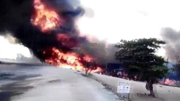 Uganda'da petrol tankeri patladı: 10 ölü