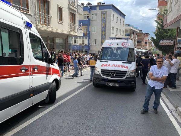 Ümraniye'de minibüs ile otomobil çarpıştı; 1'i bebek 6 yaralı