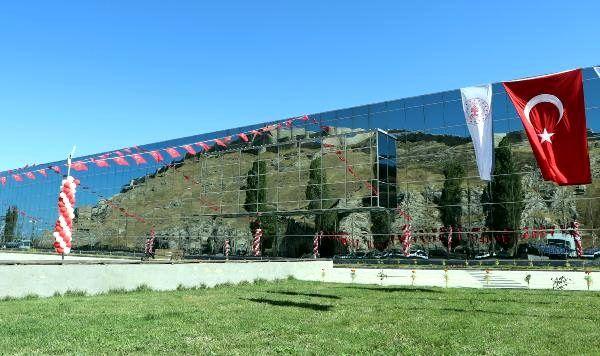 Van'da yeni müze törenle açıldı - yeniden