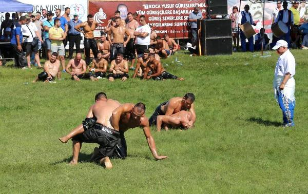 Bulgaristan'da koca yusuf yağlı güreşleri düzenlendi
