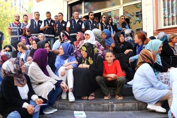 Hdp önündeki oturma eyleminde 5'inci gün; aile sayısı 13'e çıktı (2)