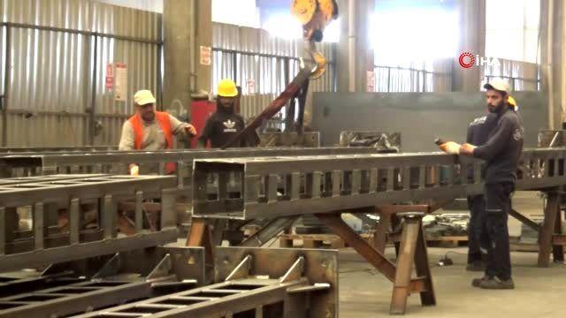 Sivas'ı Ankara'ya bağlayacak hızlı tren direkleri Diyarbakır'da üretiliyor