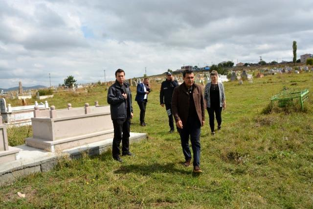 Başkan Demir, mezarlıklar için yardım çağrısı yaptı