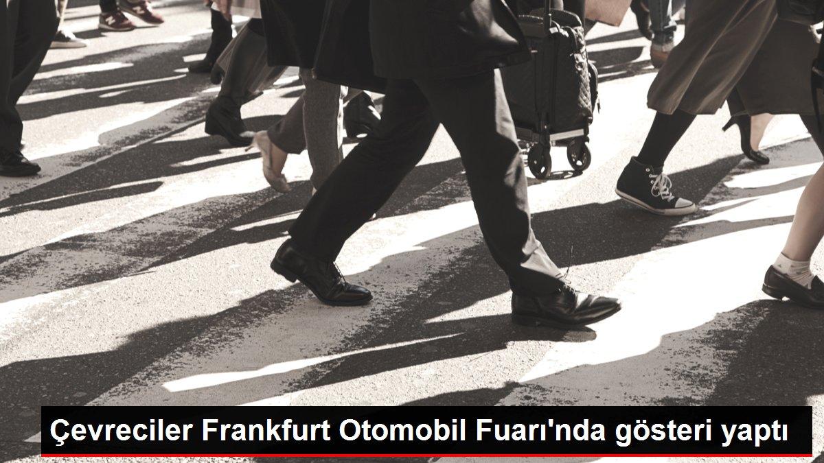 Çevreciler Frankfurt Otomobil Fuarı'nda gösteri yaptı