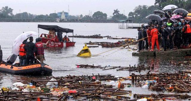 Hindistan'da turistik gezi teknesini batması sonucu 12 kişi öldü, 35 kişi kayboldu