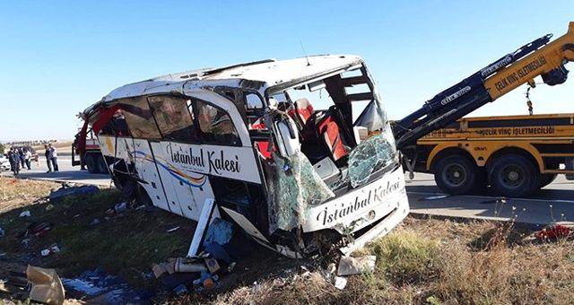 Afyonkarahisar'da yolcu otobüsü devrildi: 1 ölü, 40 yaralı