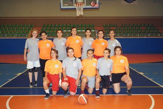 Mahalleler arası gençler basketbol ve futbol turnuvaları başladı