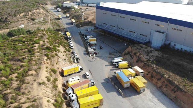 Şüpheli toz paniği yaşanan posta dağıtım merkezi havadan görüntülendi