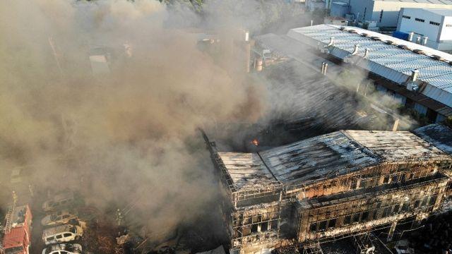Tuzla'da yanan fabrikanın son durumu havadan görüntülendi