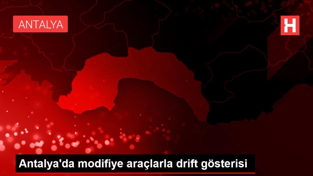 Antalya'da modifiye araçlarla drift gösterisi