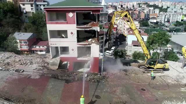 Kağıthane'deki riskli binanın yıkımı havadan görüntülendi (2)