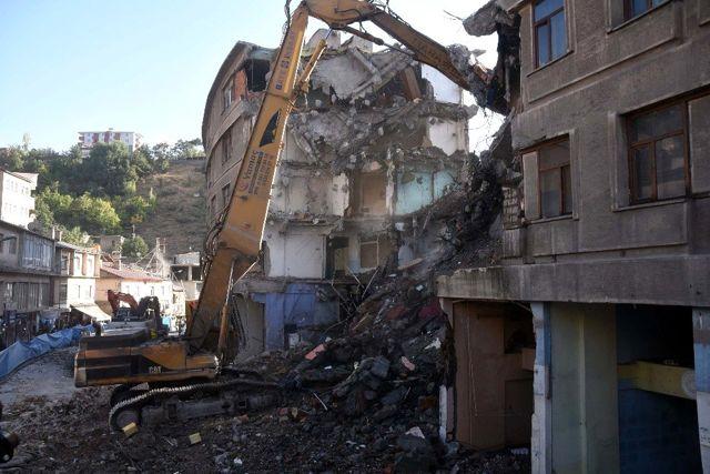 Bitlis'te dere üstü ıslah projesi kapsamında yıkımlar başladı