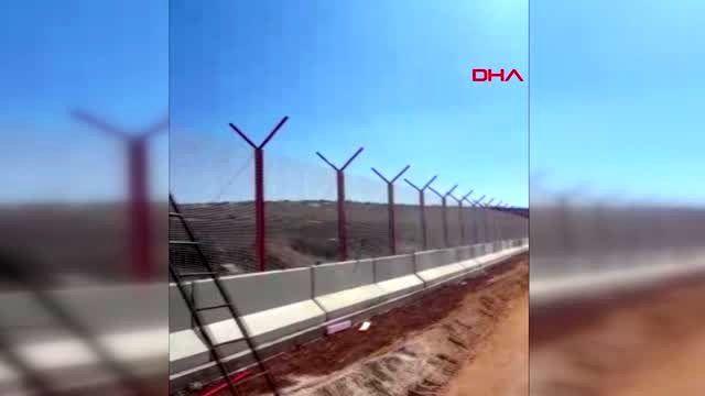 Hatay türkiye-suriye sınırına yüksek güvenlikli panel çit ve jiletli tel çekiliyor