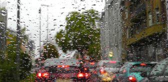 Meteoroloji Bölge Müdürlüğü: İstanbul'da beklenen yağış başladı, trafik durma noktasına geldi!