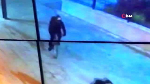 Aksiyon filmi gibi soygun... Duvardan direğe atlayıp kaçan hırsızlar kamerada