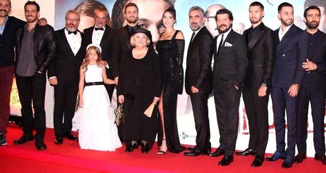 Perihan Savaş ve Nebahat Çehre 7. Koğuştaki Mucize filminin galasından ağlayarak ayrıldı