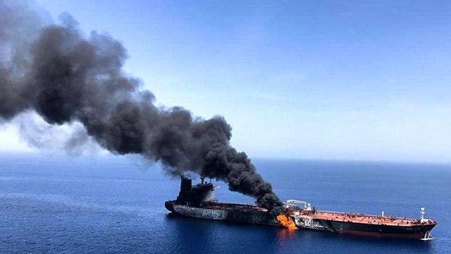 İran'a ait Kızıldeniz'de bulunan tanker, roketle vuruldu