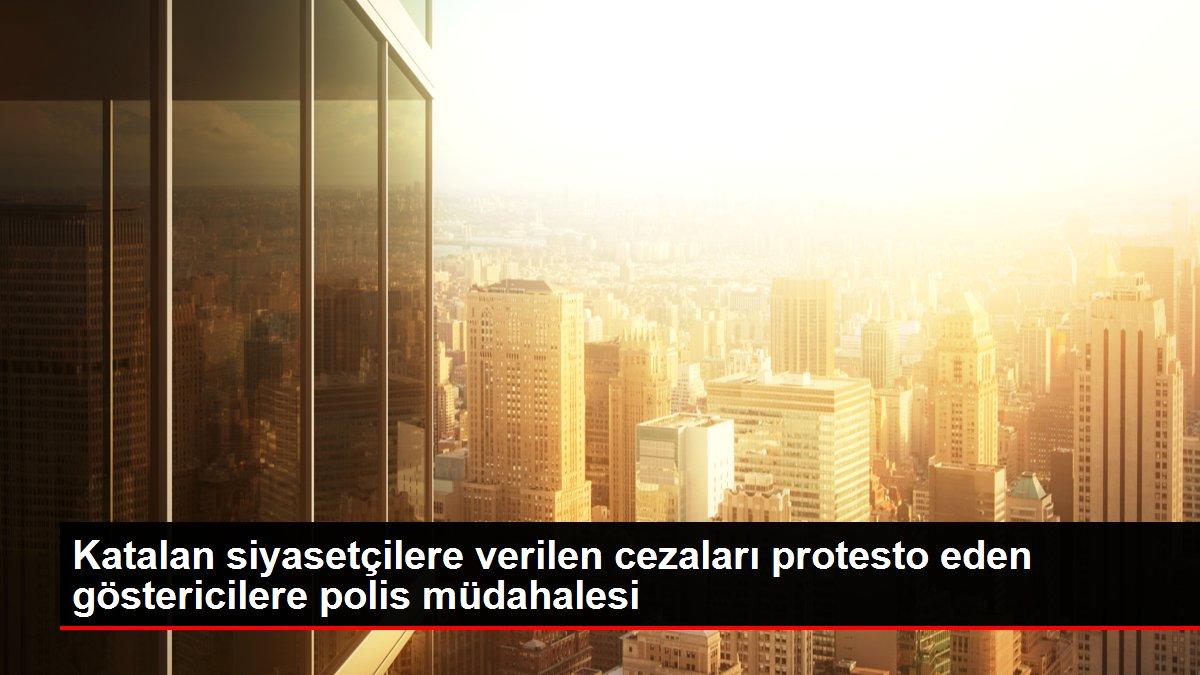 Katalan siyasetçilere verilen cezaları protesto eden göstericilere polis müdahalesi