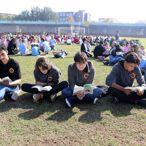 Stadyumda kitap okudular
