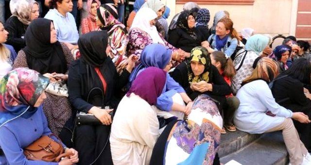 Öldürülen kadın teröristin annesinden HDP önünde oturma eylemi yapan ailelere çağrı: Vazgeçmesinler