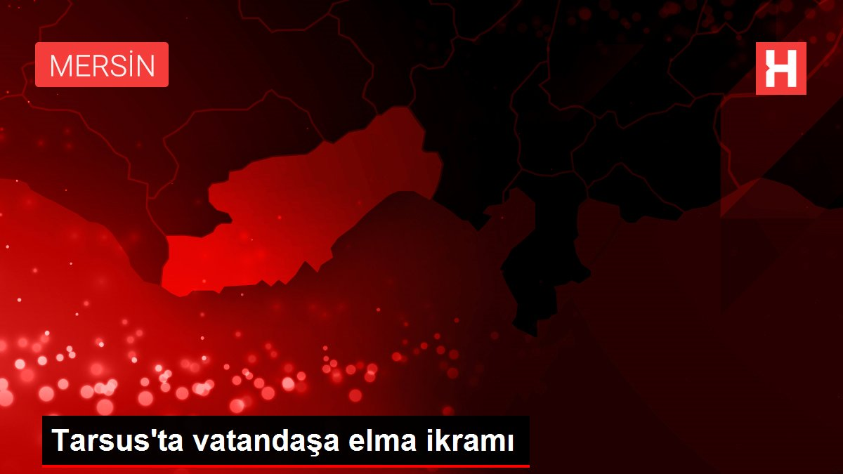 Tarsus'ta vatandaşa elma ikramı