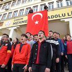 Bin 200 öğrenciden Mehmetçiğe
