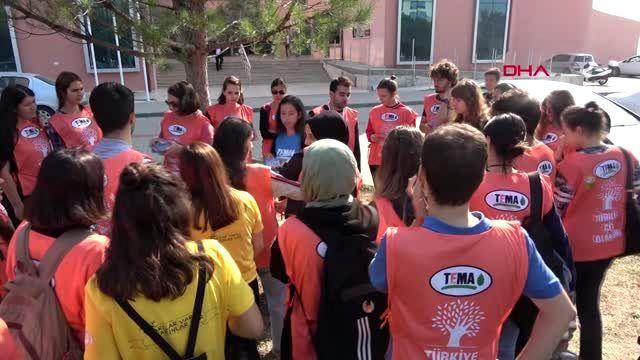 Edirne üniversite öğrencileri, kampüslerini temizledi