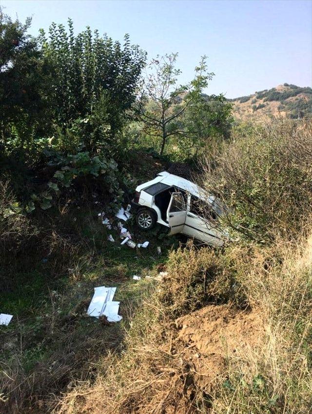 Turgutlu'da otomobil uçuruma yuvarlandı: 1 yaralı