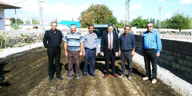 Sindelhöyük mahallesindeki asfaltlama çalışmaları devam ediyor
