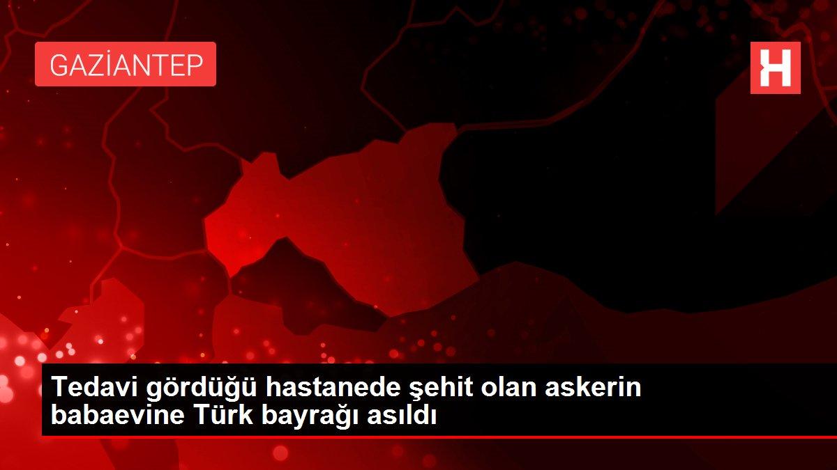 Tedavi gördüğü hastanede şehit olan askerin babaevine Türk bayrağı asıldı