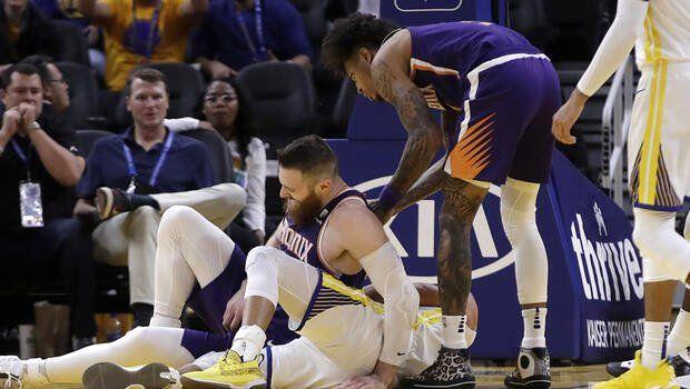 Stephen Curry'nin eli kırıldı