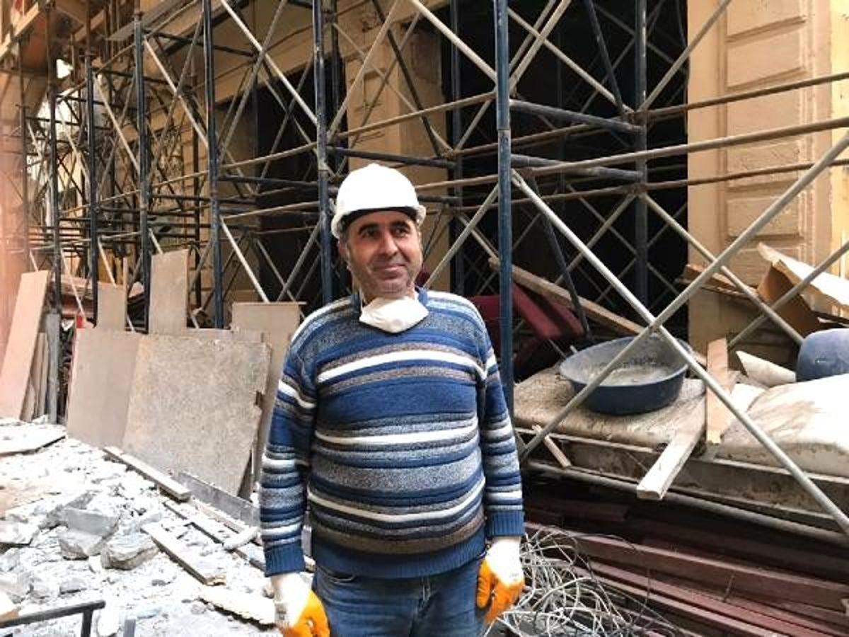 Beyoğlu'ndaki tarihi binanın yıkım çalışmalarına başlandı