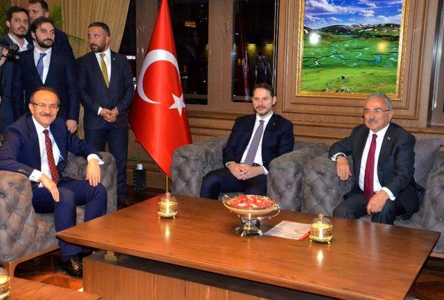 Bakan Albayrak, Ordu Büyükşehir Belediye Başkanı Güler'i ziyaret etti