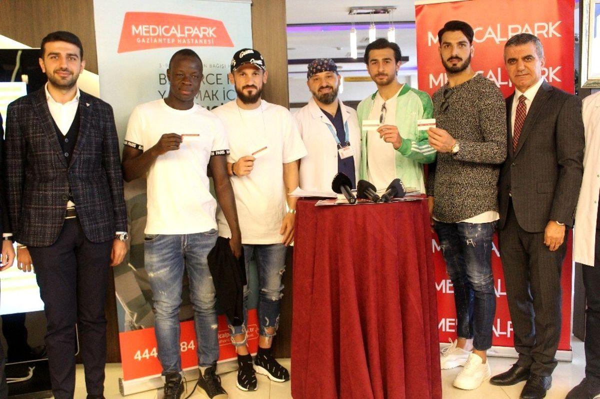 Gaziantep FK futbolcuları Medikal Park'ta organ bağışı yaptı