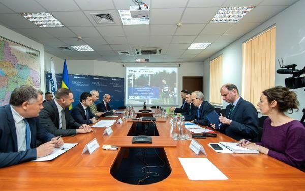 Zelenski, AGİT Ukrayna Özel Gözlem Misyonu Başkanı Çevik ile görüştü