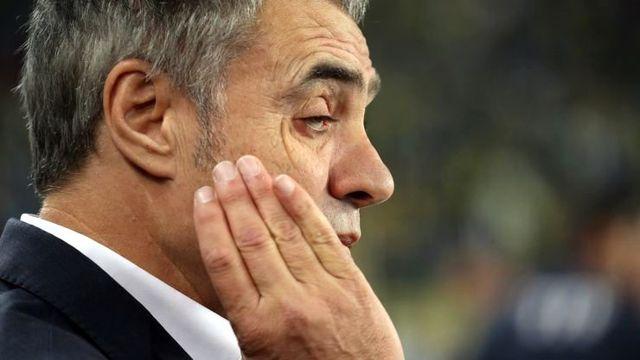 Ersun Yanal, gözündeki rahatsızlık nedeniyle maç esnasında zorluk yaşadı